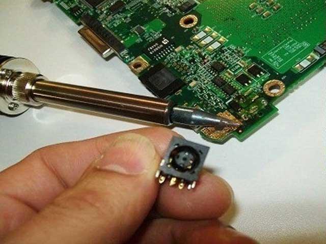 Inlocuire / reparatie mufe laptop
